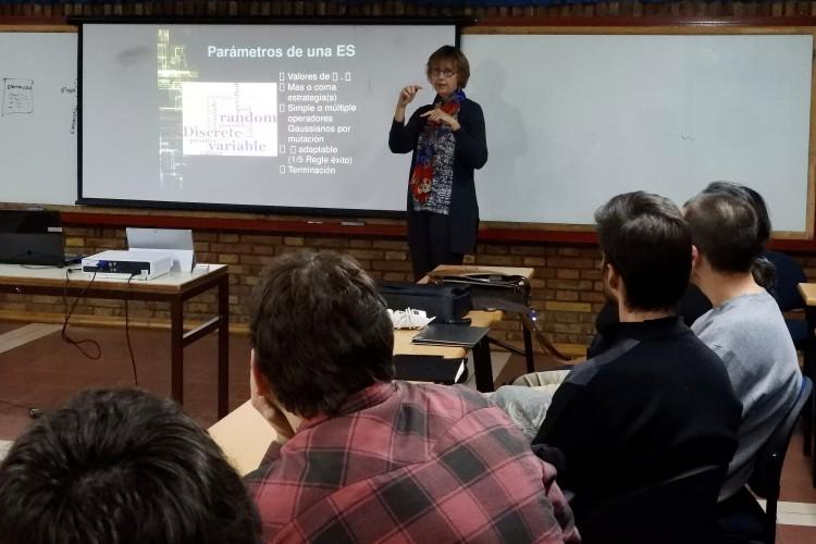 Distinguida investigadora internacional disertó en la Facultad