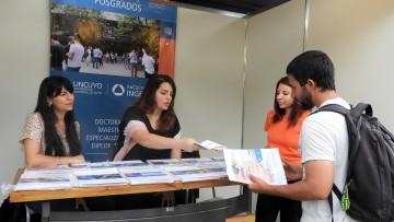 La Facultad estuvo presente en la Feria Oferta de Posgrado de la UNCUYO