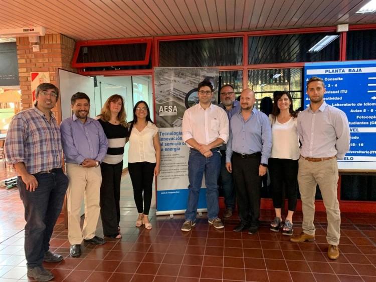 Representantes de AESA junto a autoridades de la Dirección de Graduados de la Facultad.