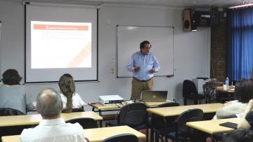 Especialista presentó casos internacionales de planificación urbana