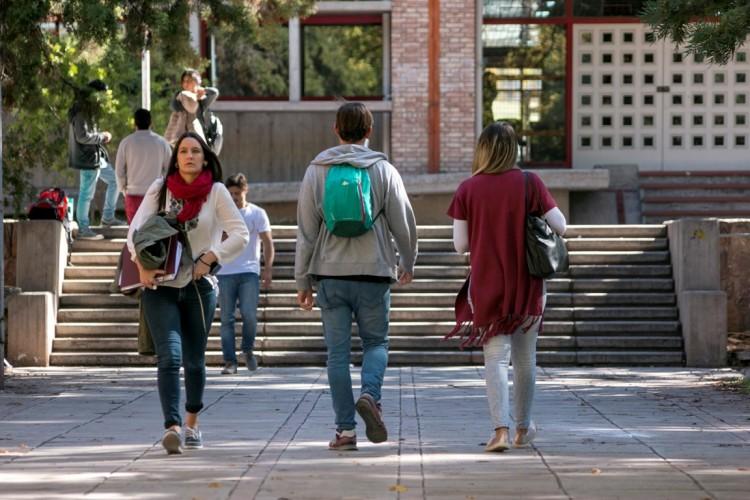 Beca de ayuda económica para estudiante de Ingeniería Civil