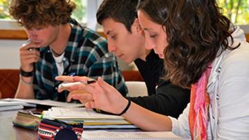 Convocatoria de estudiantes tutores