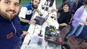 Estudiantes capacitan sobre robótica como oferta de deporte universitario