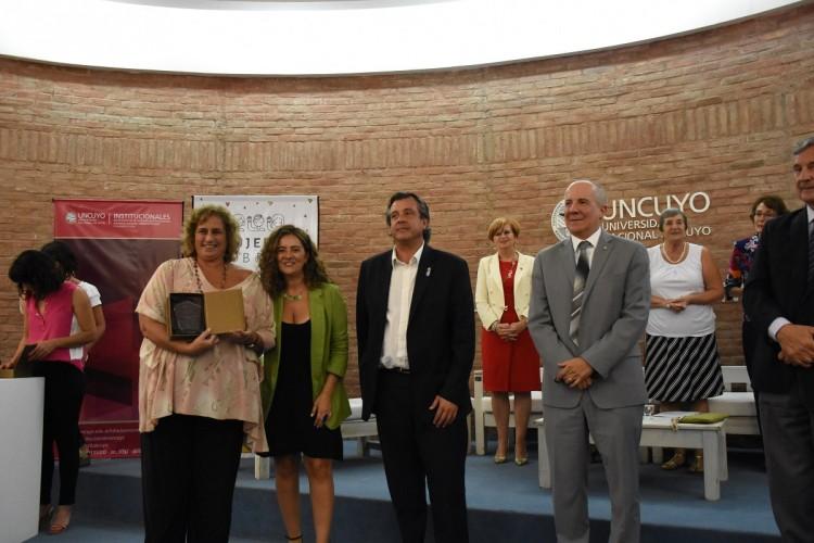 La Vicedecana fue reconocida por su aporte en los espacios de gestión pública universitaria