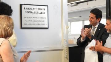 Descubrieron placa en homenaje a destacados profesores de la Facultad de Ingeniería