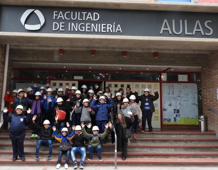 Estudiantes de escuela rural de Santa Rosa visitaron la Facultad