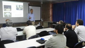 Especialista alemán presentó estudios sobre diseño sísmico de estructuras de madera