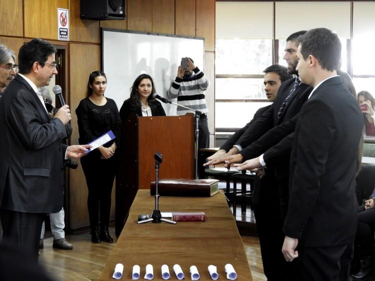 El Decano tomó juramento a egresados de la Facultad