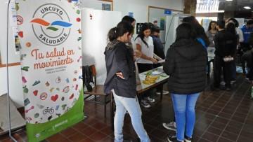 Estudiantes y personal de la Facultad se informaron sobre hábitos saludables