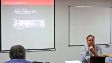 Ian Dutari brindó la conferencia Entre el Taller y la Obra