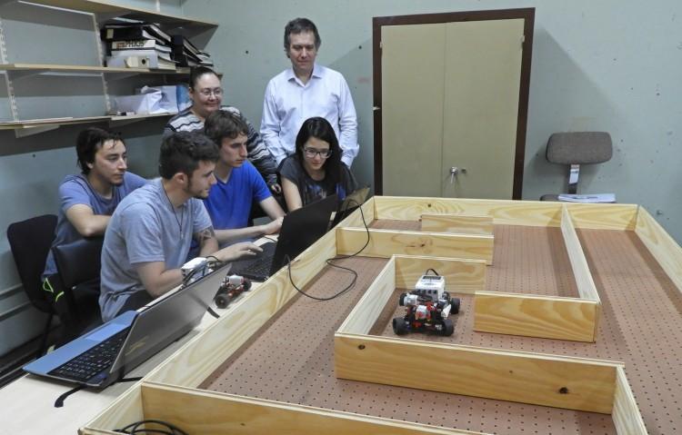 Comenzaron las prácticas en el Laboratorio de Inteligencia Artificial