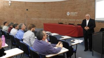 Profesor alemán presentó la metodología del aprendizaje basado en proyectos