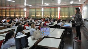 Estudiantes de la Facultad capacitan en reciclaje a alumnos de la Escuela San Jorge