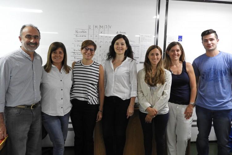 Destacada catedrática de España desarrolla actividades en la Facultad