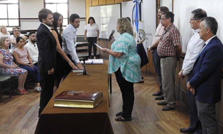 La Vicedecana tomó juramento a nuevos egresados