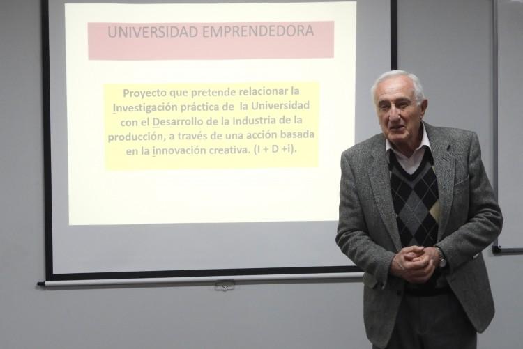 Presentaron proyecto de Universidad Emprendedora al Decano