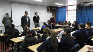 Estudiantes del colegio Español visitaron la Facultad