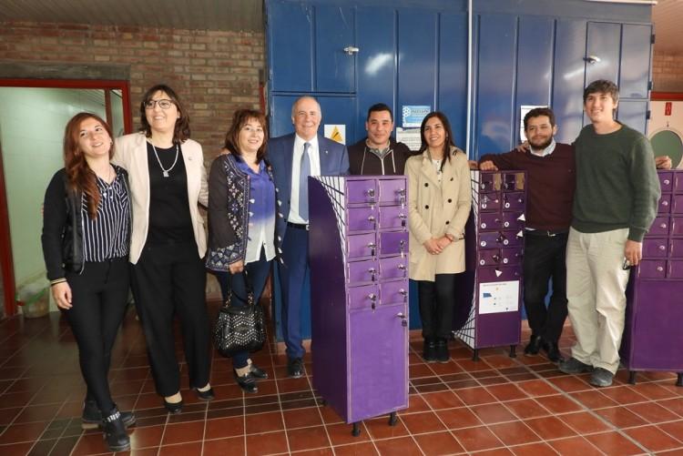 Inauguraron torre de cargadores solares en la Facultad