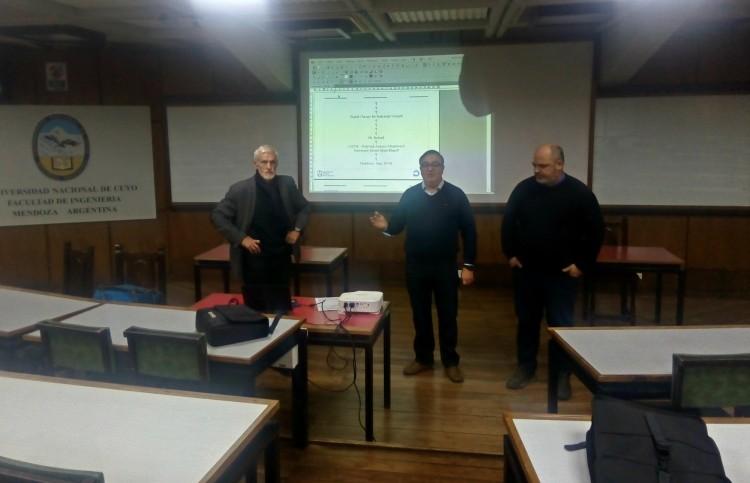 De izq. a derecha: Philippe Bolon; Dr. Hugo Martínez, Director de Relaciones Nacionales y Internacionales; Mgt. Eduardo Iriarte, Director de carrera de Ingeniería en Mecatrónica