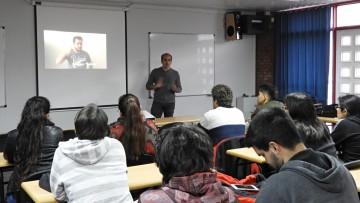 Se realizó charla sobre dispositivos vestibles e interfaces táctiles