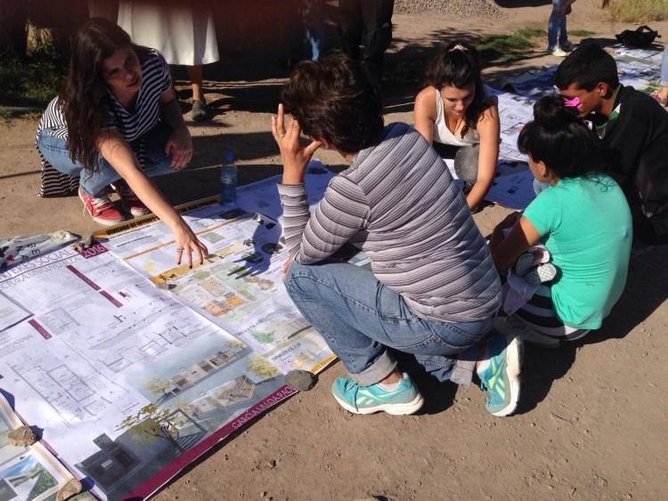 Estudiantes de Arquitectura desarrollaron proyectos habitacionales para vecinos de la Favorita