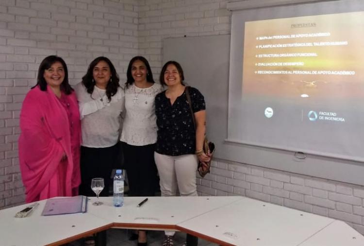 Mónica Gil y Viviana Gómez junto a las directoras del proyecto, Mónica Guitart y Lucía Brottier