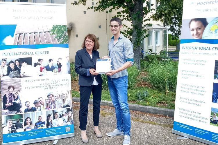 Estudiante fue distinguido como Embajador Honorario de región alemana