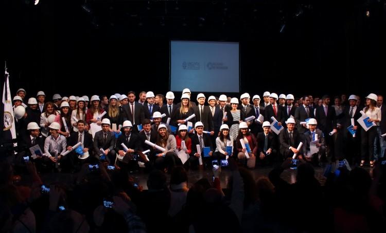 101 profesionales recibieron su diploma de grado y posgrado