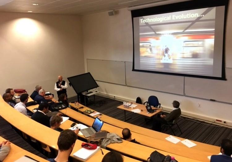 Nuestros investigadores dictan seminario sobre Logística en Francia