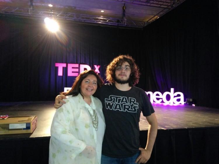 Docente y estudiante de la Facultad participaron de las charlas TEDx