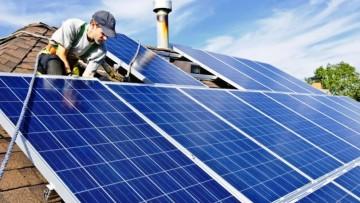 Docente detalló los beneficios del uso de energías renovables en el hogar