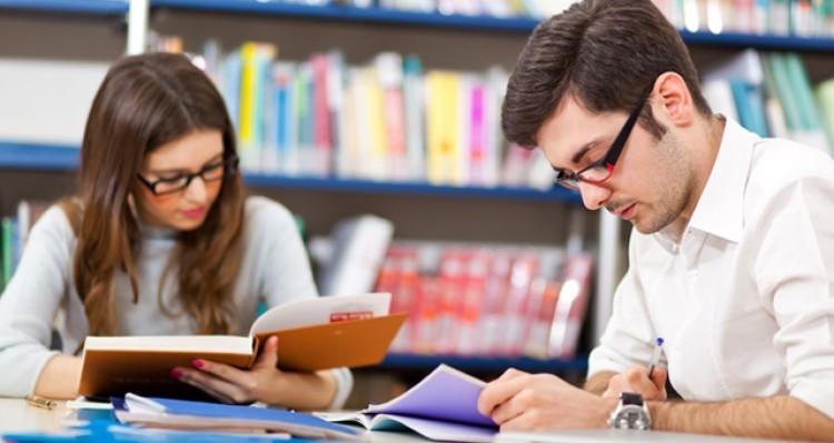 Becas para complementación en la formación de posgrados en el exterior
