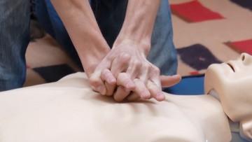 Curso de RCP, uso de desfibrilador y primeros auxilios