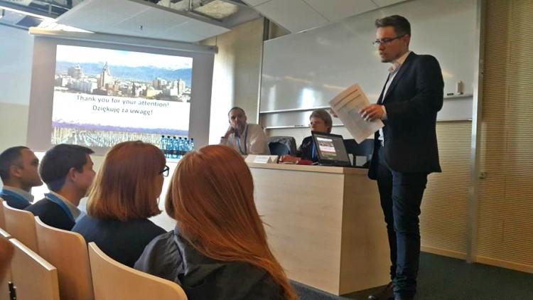 Egresado de la Facultad presentó trabajo de Investigación en España y Polonia