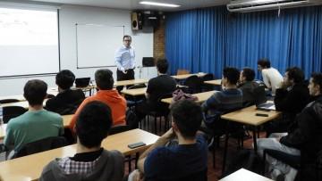 Egresado de la Facultad disertó sobre utilización de drones en la industria