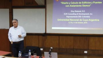 Especialista dictó curso sobre diseño sísmico de estructuras aisladas