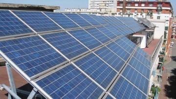 Egresados presentaron innovadora tecnología que utiliza energía solar