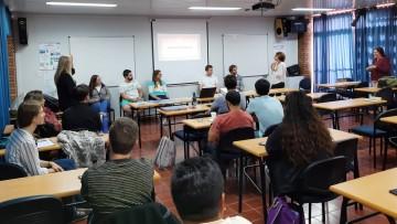 Graduados y estudiantes participaron de taller de entrevista grupal